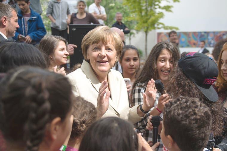 """Socio de Merkel exige """"agallas"""" al gobierno en escándalo de espionaje"""