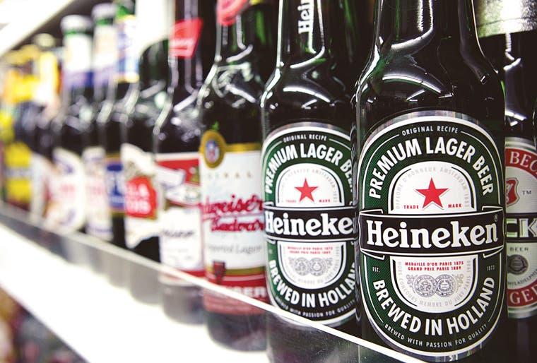 Femsa analiza venta de acciones de Heineken para invertir en otros negocios