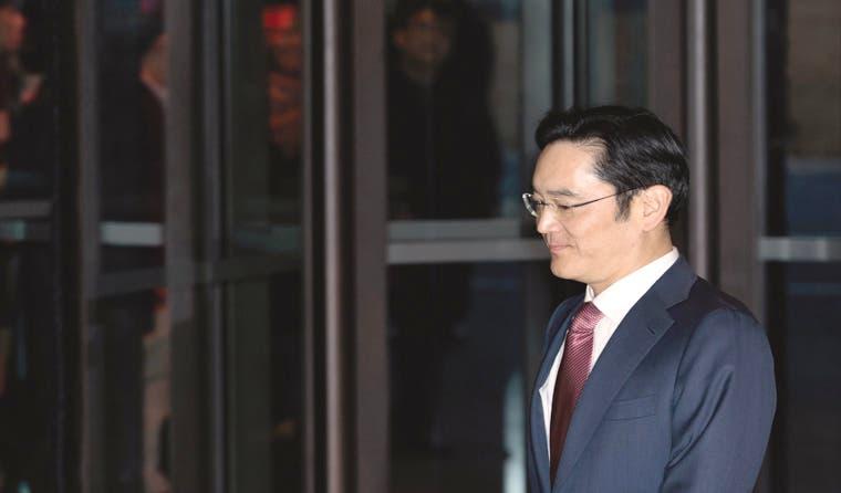Heredero de Samsung, sin ser presidente, reorganiza modelo empresarial
