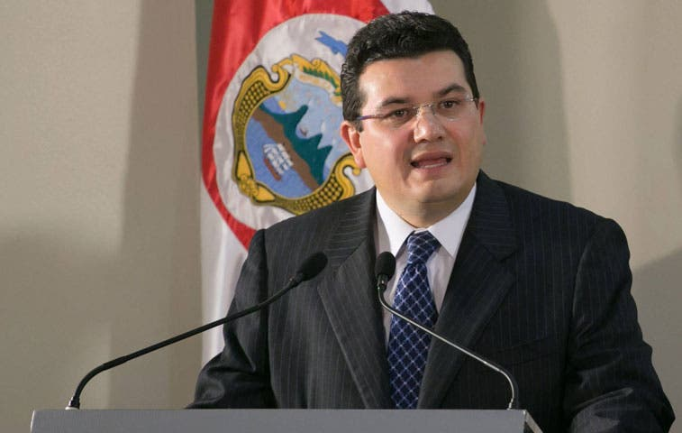 Zapote trata de convencer a PUSC de impuestos
