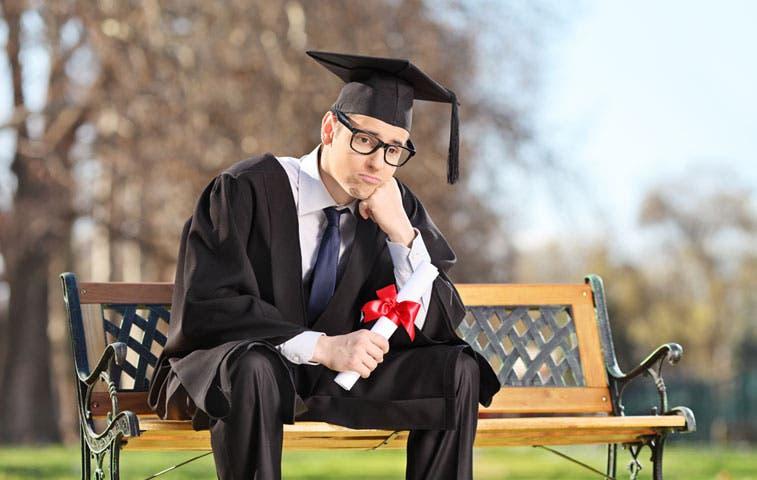 Desempleo en graduados universitarios se duplica