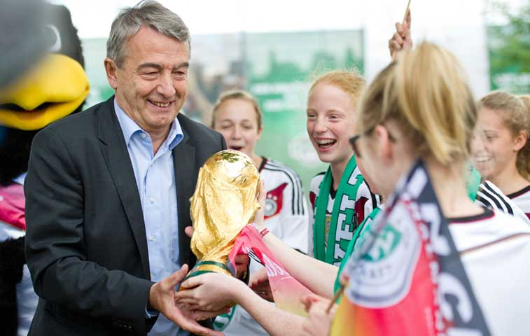 "Jefe de federación alemana: ""Escándalo FIFA daña a todo el fútbol"""