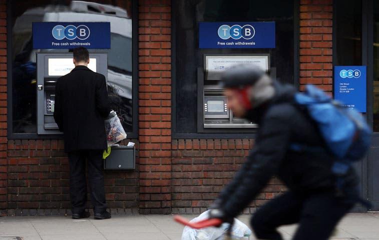 Bancos españoles se preparan para tasas por debajo de cero