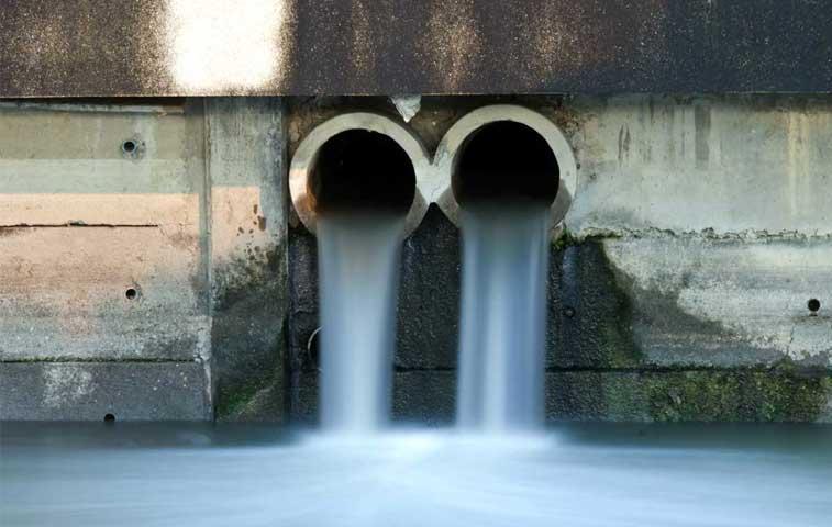 Salud debe emitir reglamento para regular aguas residuales con la industria