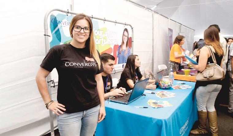 Aumenta oferta laboral en feria de U Hispanoamericana