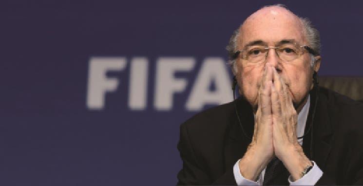 Blatter renunció pero la investigación por sobornos no para