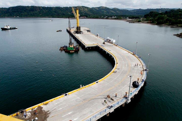 Equipo que ayudará a modernizar puerto Caldera se encuentra varado