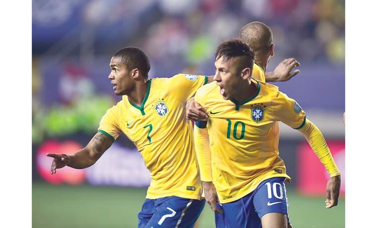 Brasil remonta, Colombia tropieza