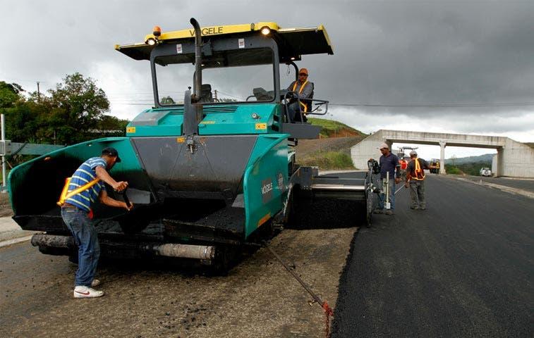 Solís garantiza conclusión de carretera a San Carlos
