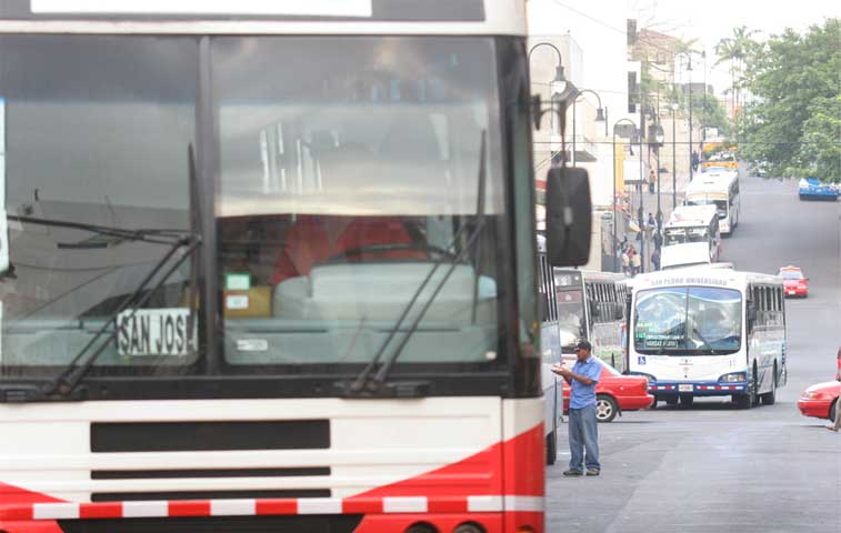 Autobuseros piden la renuncia del Regulador General