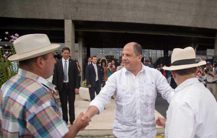 Empresarios y Gobierno abrirán dialogo sobre restricción a importaciones