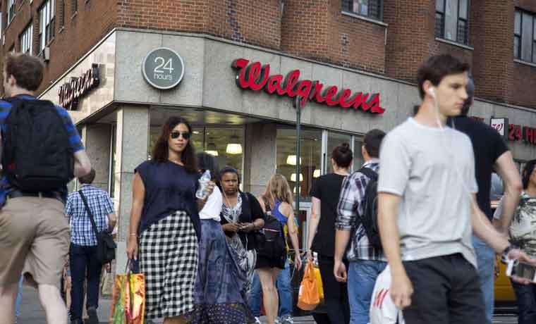 Consumidores ayudan a que se contraiga menos el PIB de EE.UU.