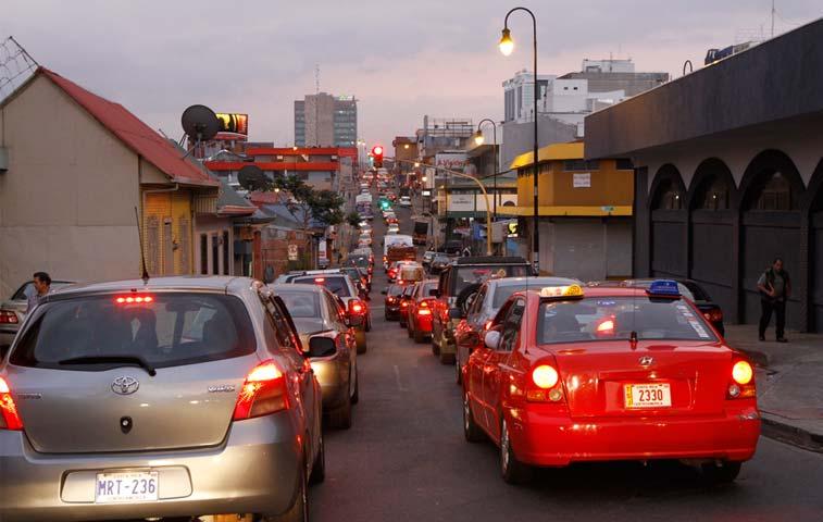 Ticos dan pésimas notas a infraestructura vial