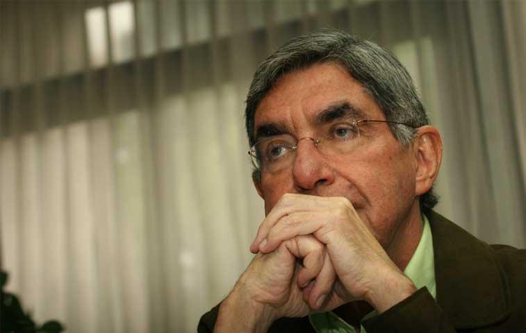 """Solís llama """"irrespetuoso"""" a Oscar Arias"""
