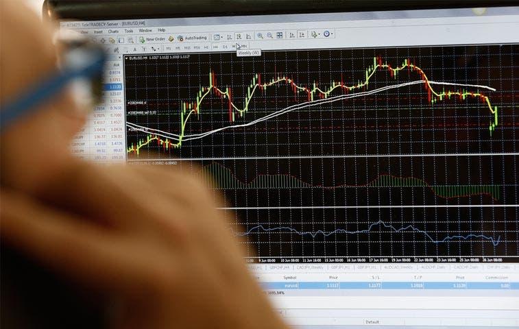 Operadores cambiarios quieren claridad ante acumulación de volatilidad