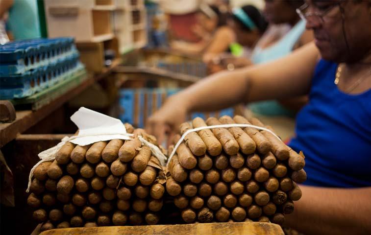 Aumento del turismo en Cuba impulsa ventas de British American Tobacco