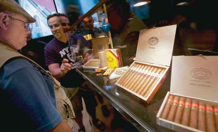 Turismo en Cuba impulsa la venta de tabaco
