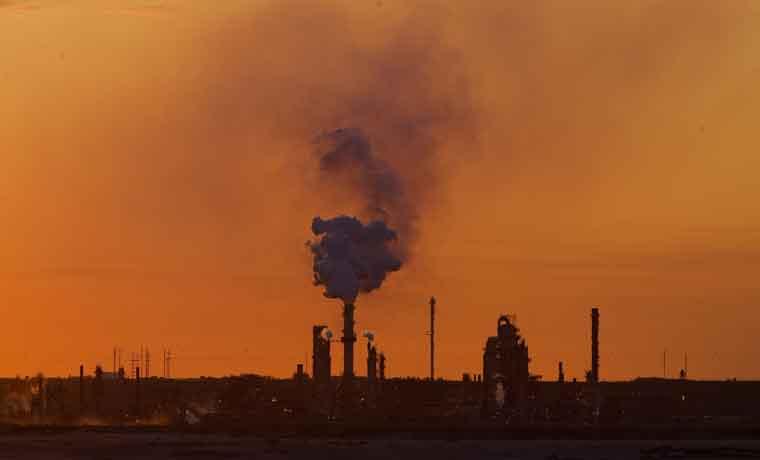 Sobreoferta de petróleo mantiene mercado tranquilo