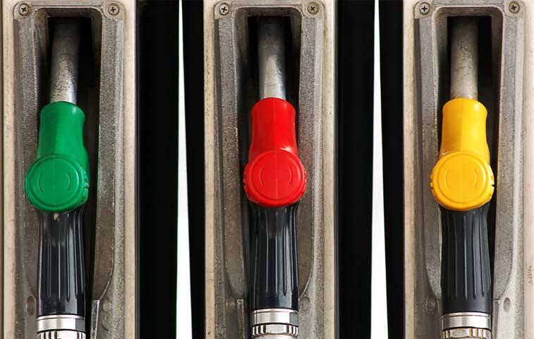 Gasolina más barata que en 2010