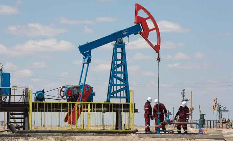 Apuestas alcistas en el petróleo ceden ante riesgos para el crecimiento