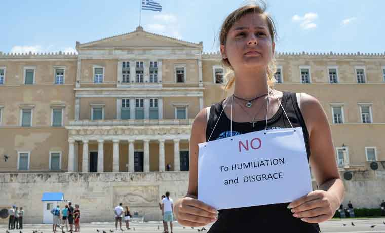 Sacar a Grecia es más costoso que condonar deuda