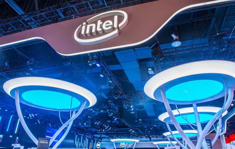Ingresos de Intel caen 5% en último año