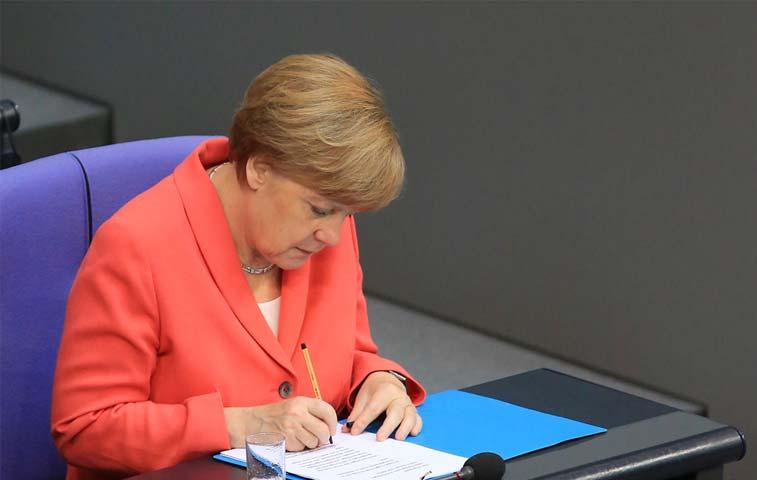 Alemania da luz verde para negociar nuevo rescate a Grecia
