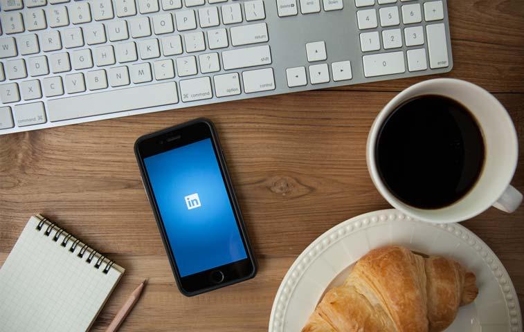 Cinco consejos para que su currículum sobresalga en LinkedIn
