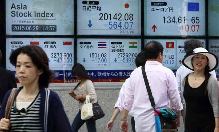 China lanza $483 mil millones para frenar caída bursátil