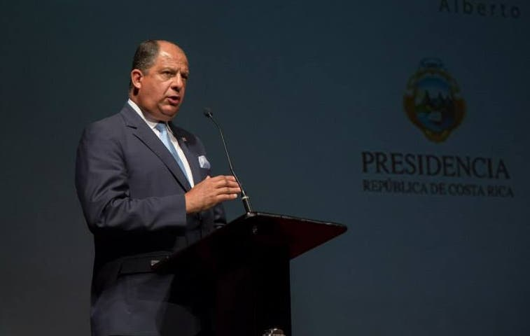 Solís manda a expresidenta Chinchilla a la trocha