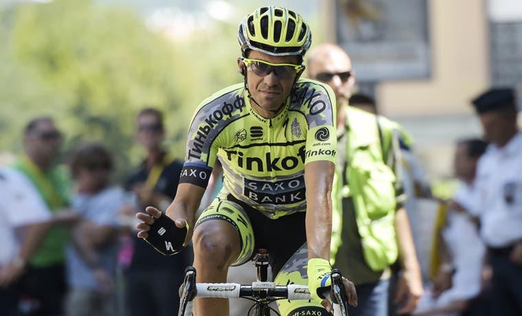 Contador sufre en los Alpes