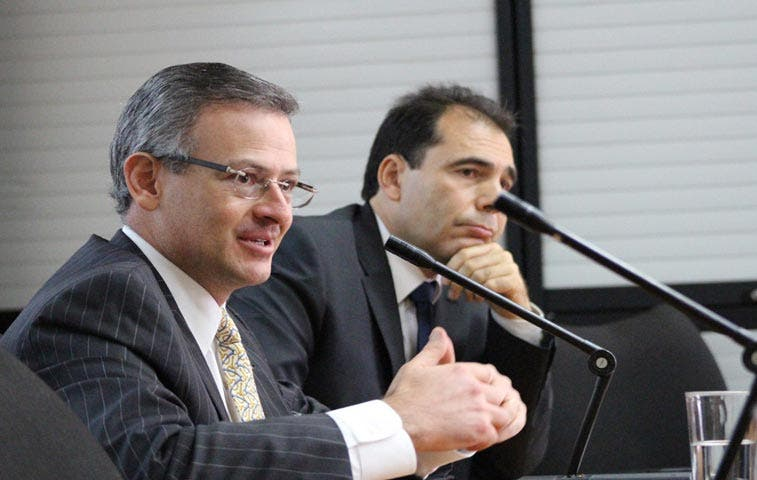Diplomáticos de carrera critican concurso público para plazas en el exterior