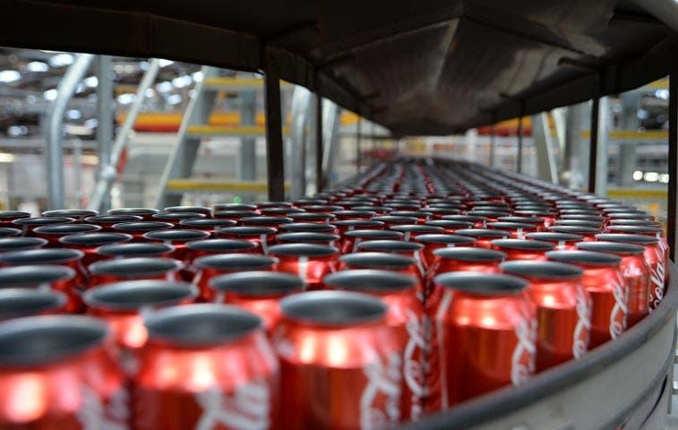 Caos cambiario en Venezuela complica a embotelladora de Coca-Cola