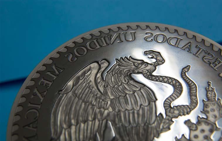 Usan peso mexicano como cobertura para protegerse de todo