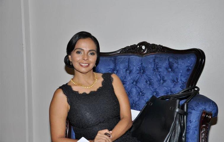 Libertarios nombran una mujer como aspirante a alcaldía en San José