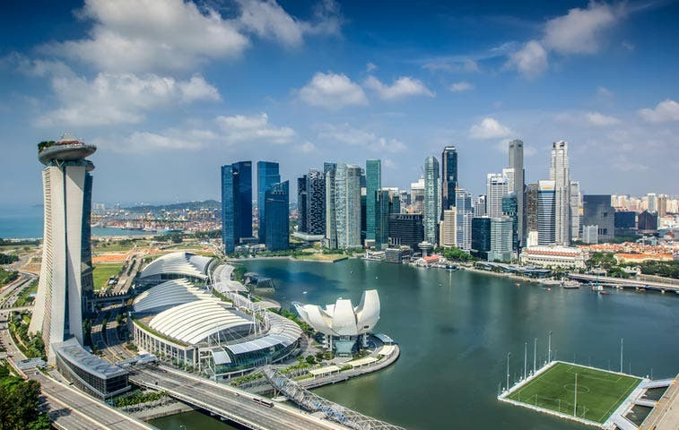 Jóvenes ricos de Singapur siguen viviendo con la mamá