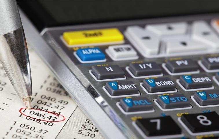 Solís prevé fuerte recorte a presupuesto