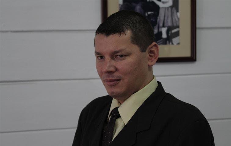 López acusa a ministro de Presidencia de tráfico de influencias