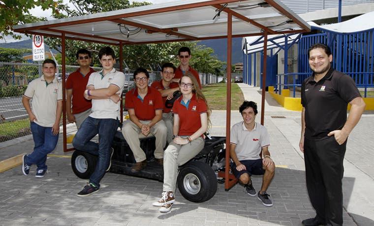 Estudiantes del St. Jude School construyen carro solar