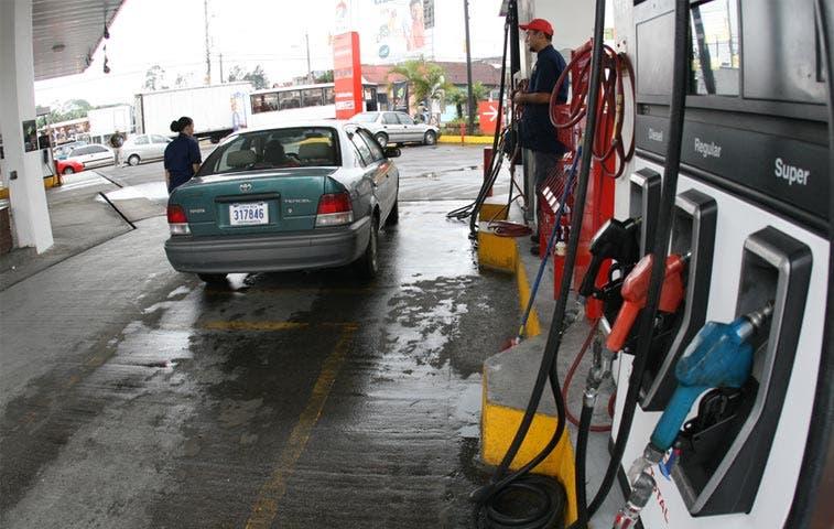 Gasolineros aseguran que exceso de trámites afecta estaciones