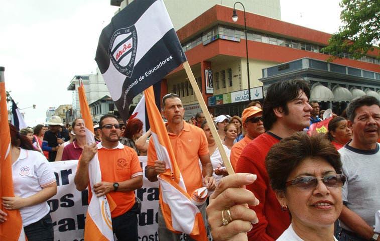 Empleados públicos convocan a masiva marcha este jueves