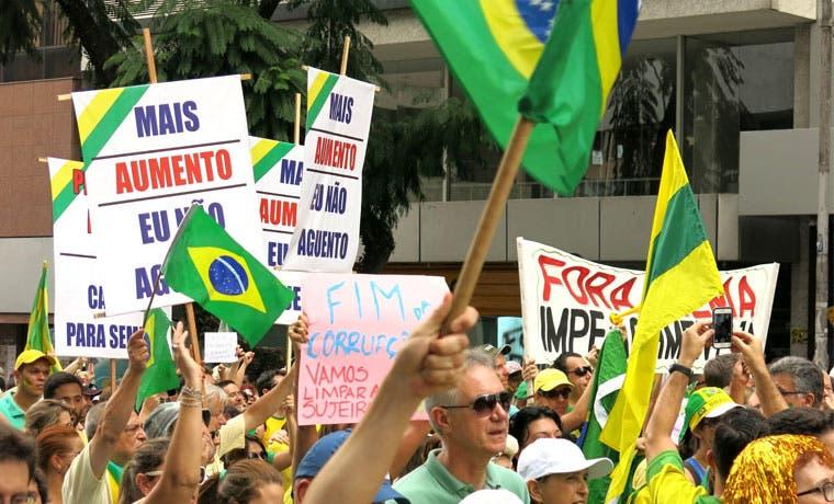 Economía brasileña en suspenso por crisis