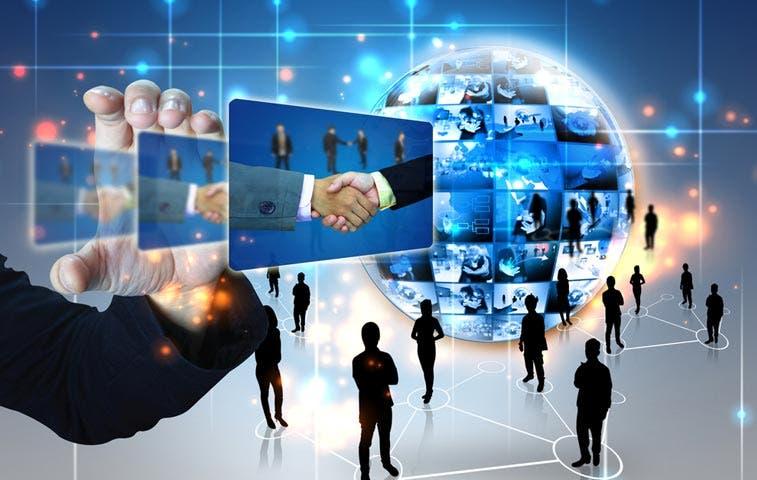 Bancos enfrentan desafío de traducir 'likes' y 'shares' en nuevos clientes