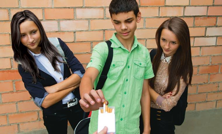 Proyecto estimularía a jóvenes a fumar