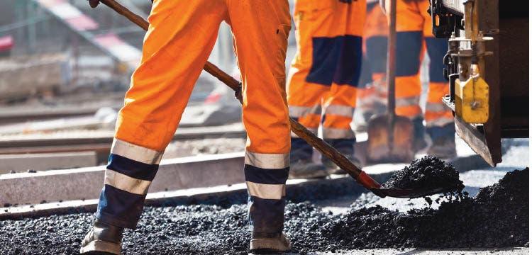 Casi 4 mil empleos varados por falta de obras