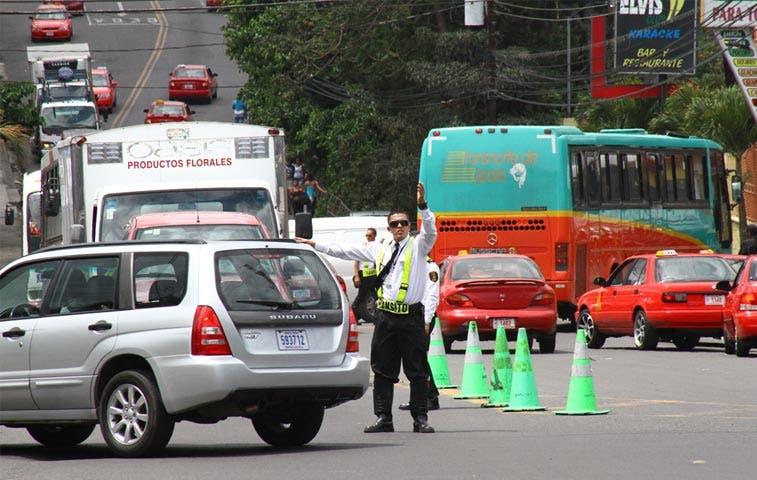 Sancionar choferes de Uber es deber de Policías de Tránsito