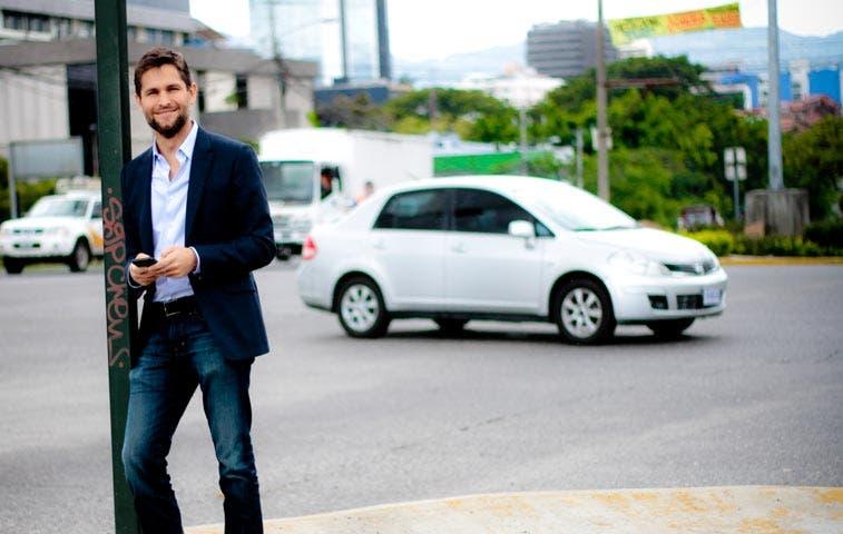 Uber pagará incentivo a conductores por referir nuevos socios