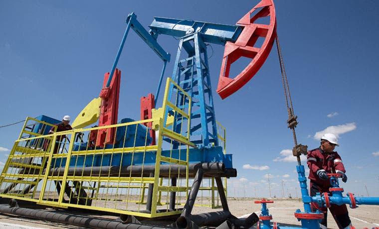 Productores petroleros siguen perforando a pesar de saturación