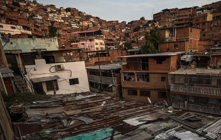 Gobierno venezolano demolerá viviendas de inmigrantes ilegales