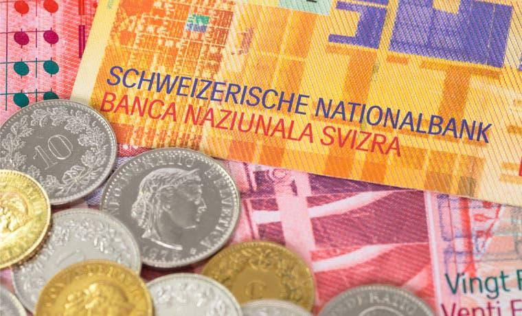 Acciones suizas están golpeadas por el franco y la caída china